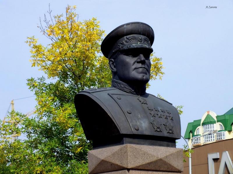 Памятник маршалу жукову в новокузнецке фото